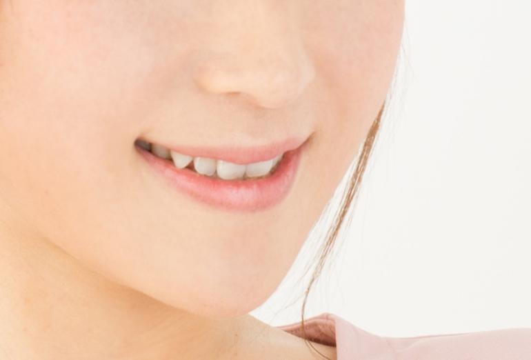 素敵な笑顔は、美しい口元から
